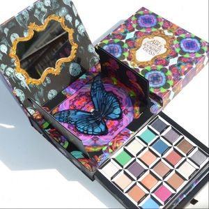UD Alice Through The Looking Glass Palette
